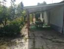 Pequeña casa, en 608 m2 de solar.