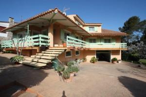 Casa rústica con encanto con dos parcelas de terreno