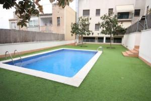 pis amb zona comunitària i piscina