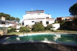 Casa amb piscina a Fontpineda