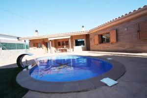 Casa a 4 vents amb piscina privada