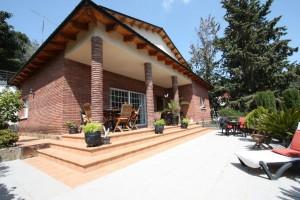 gran casa con jardín