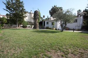 casa a quatre vents amb jardí i piscina