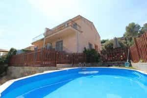 Casa amb jardí i piscina