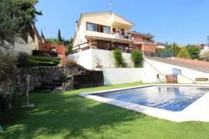 Espectacular casa a 4 vents amb jardi i piscina