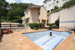 Espectacular casa a 4 vents amb piscina