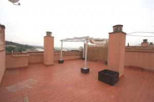Atic amb terrassa de 110m2, parquing i traster