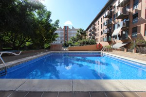 Preciós pis amb zona comunitària amb piscina.