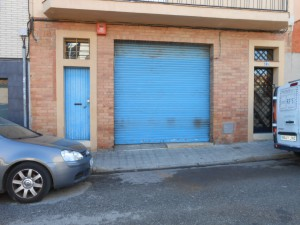 Local a carrer ample