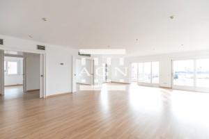 Espectacular piso de alquiler en la zona alta de Bracelona