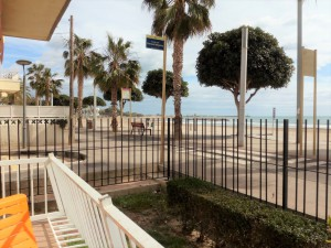 Apartamento esquinero en primerísima linea de mar!