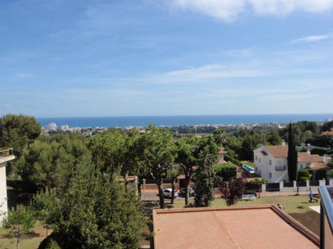 Piso con fántasticas vistas al mar en Sitges. Zona residencial Santa Barbara.