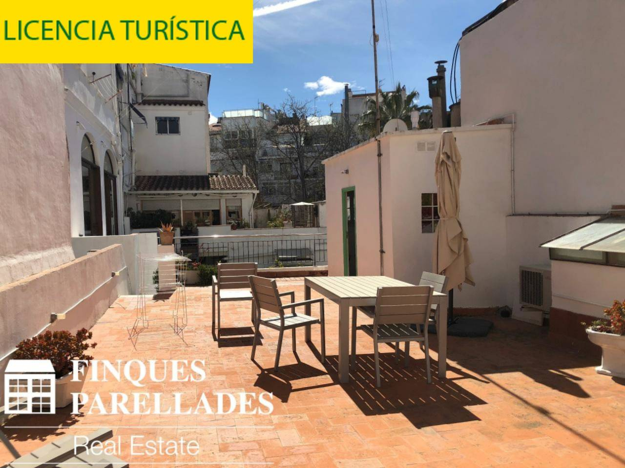 Beautiful house with lots of charm in the center of Sitges. It has a tourist license