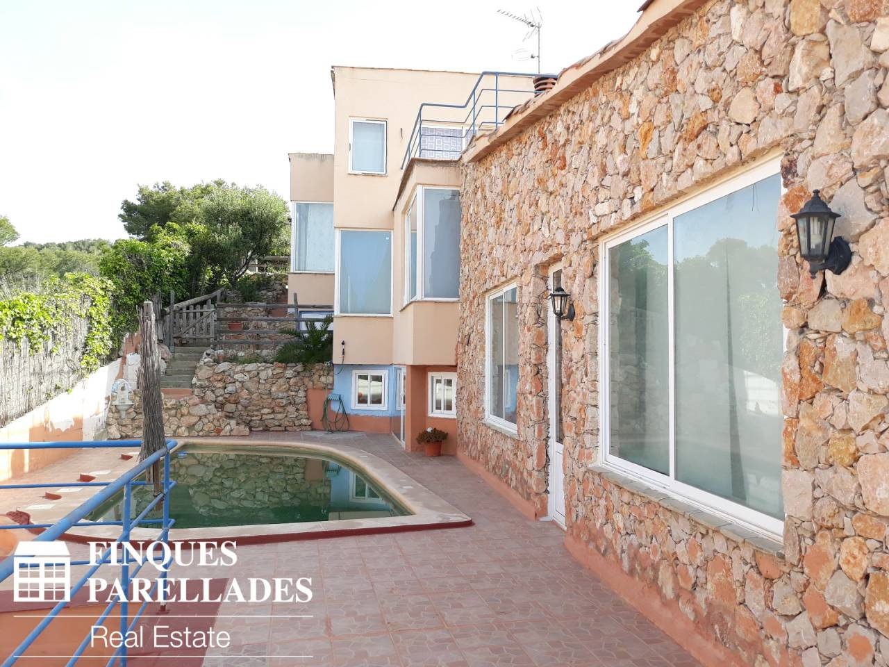 Detached house with sea views in a privileged area of ​​Sitges. Quint Mar Area