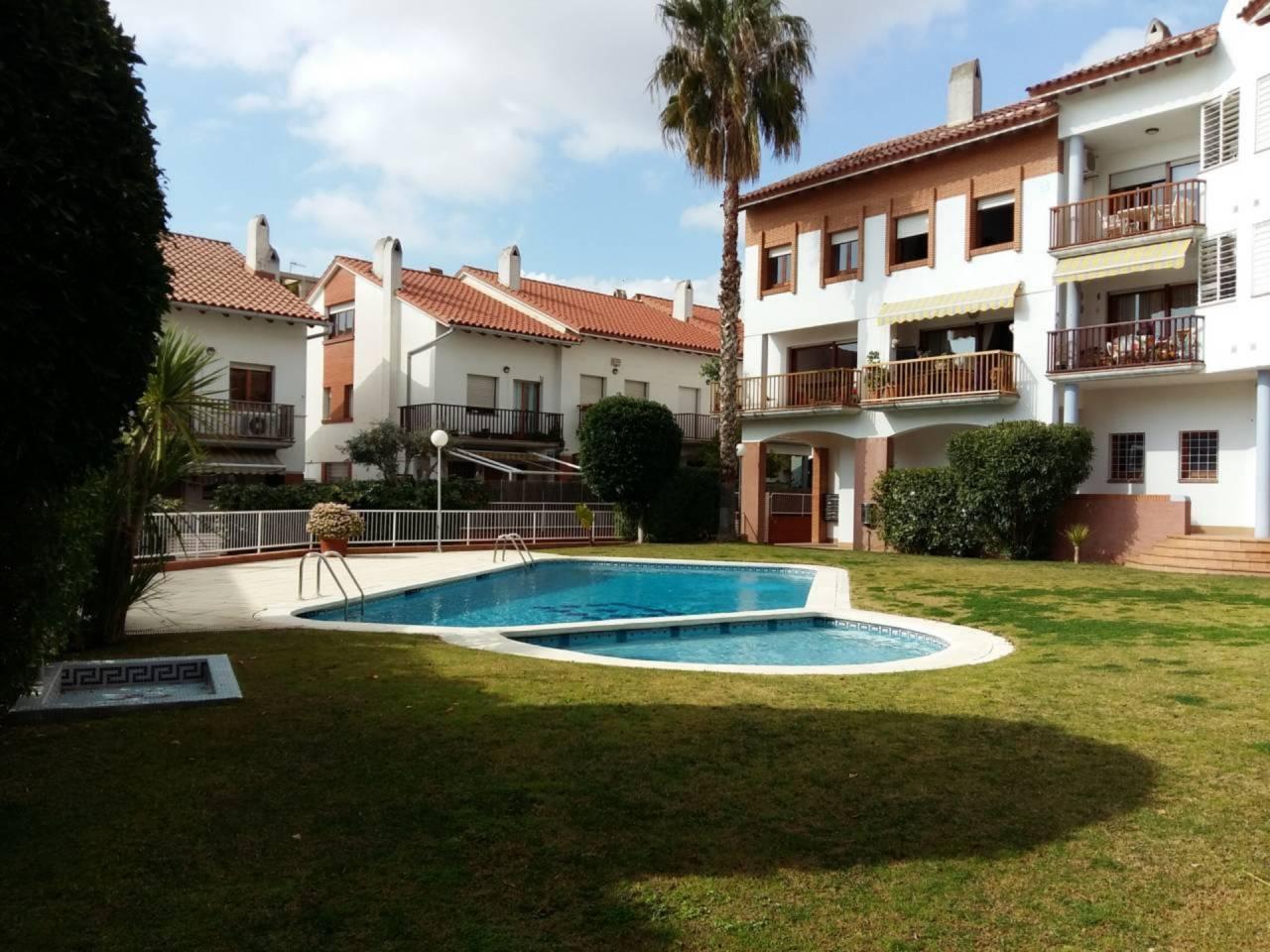 Casa adosada esquinera en el centro de Sant Pere de Ribes