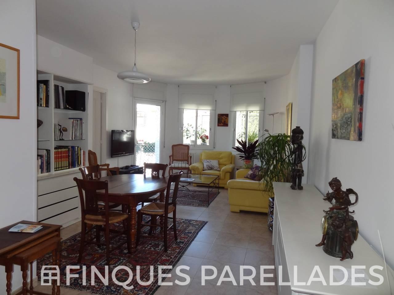 Soleado piso junto a playa de San Sebastian. Con plaza de  pk opcional.