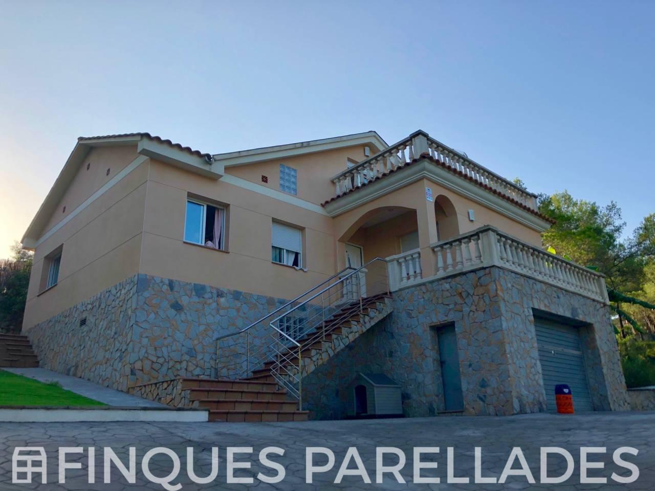 Bonita y amplia casa independiente con maravillosas vistas en Vora Sitges. Canyelles.
