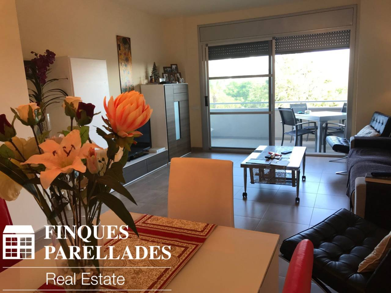 Beautiful furnished house in Sitges with parking, elevator and communal pool. La Plana Est or Can Robert area.
