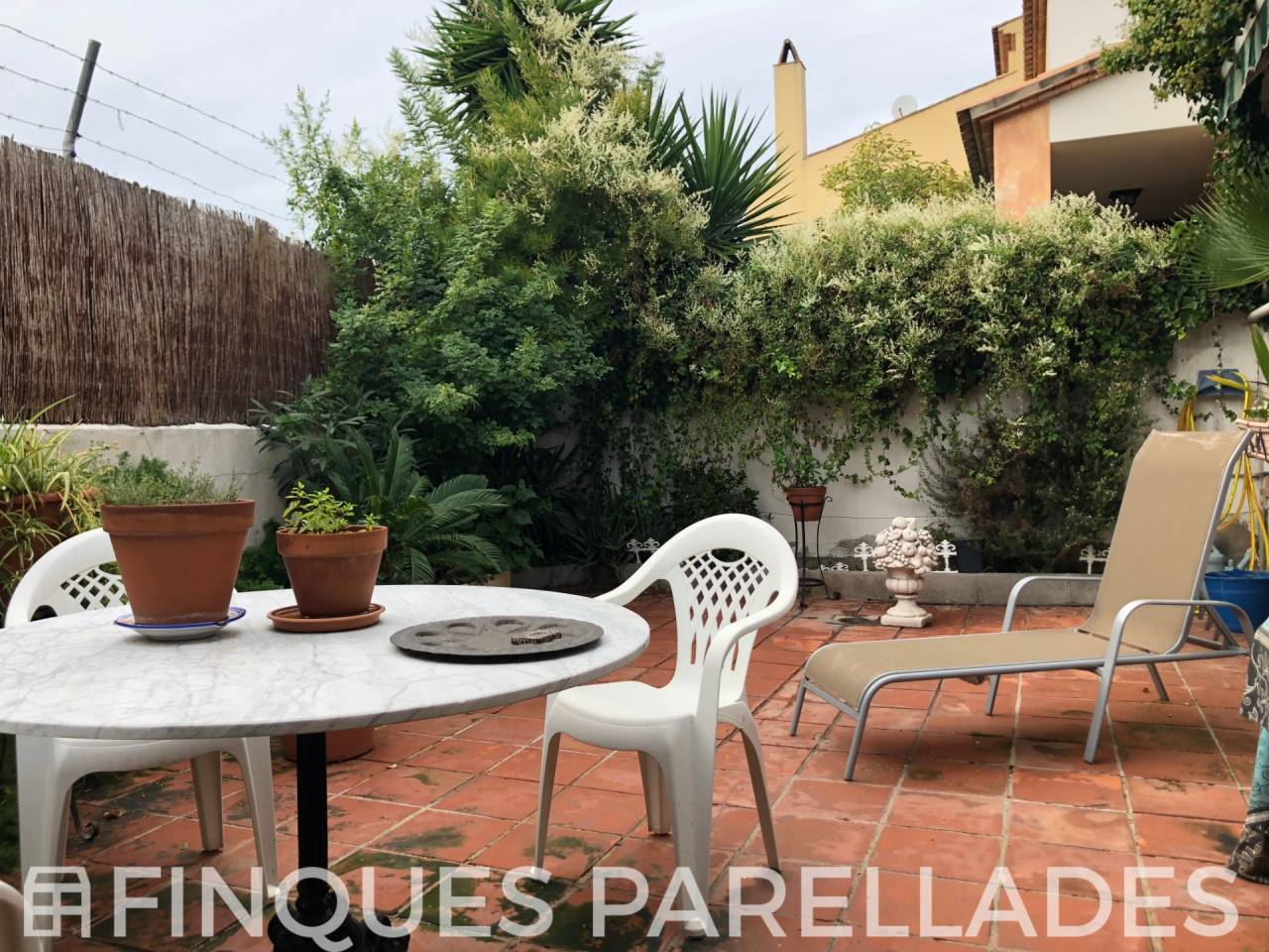 Preciosa y amplia casa adosada en el centro de Sant Pere de Ribes.