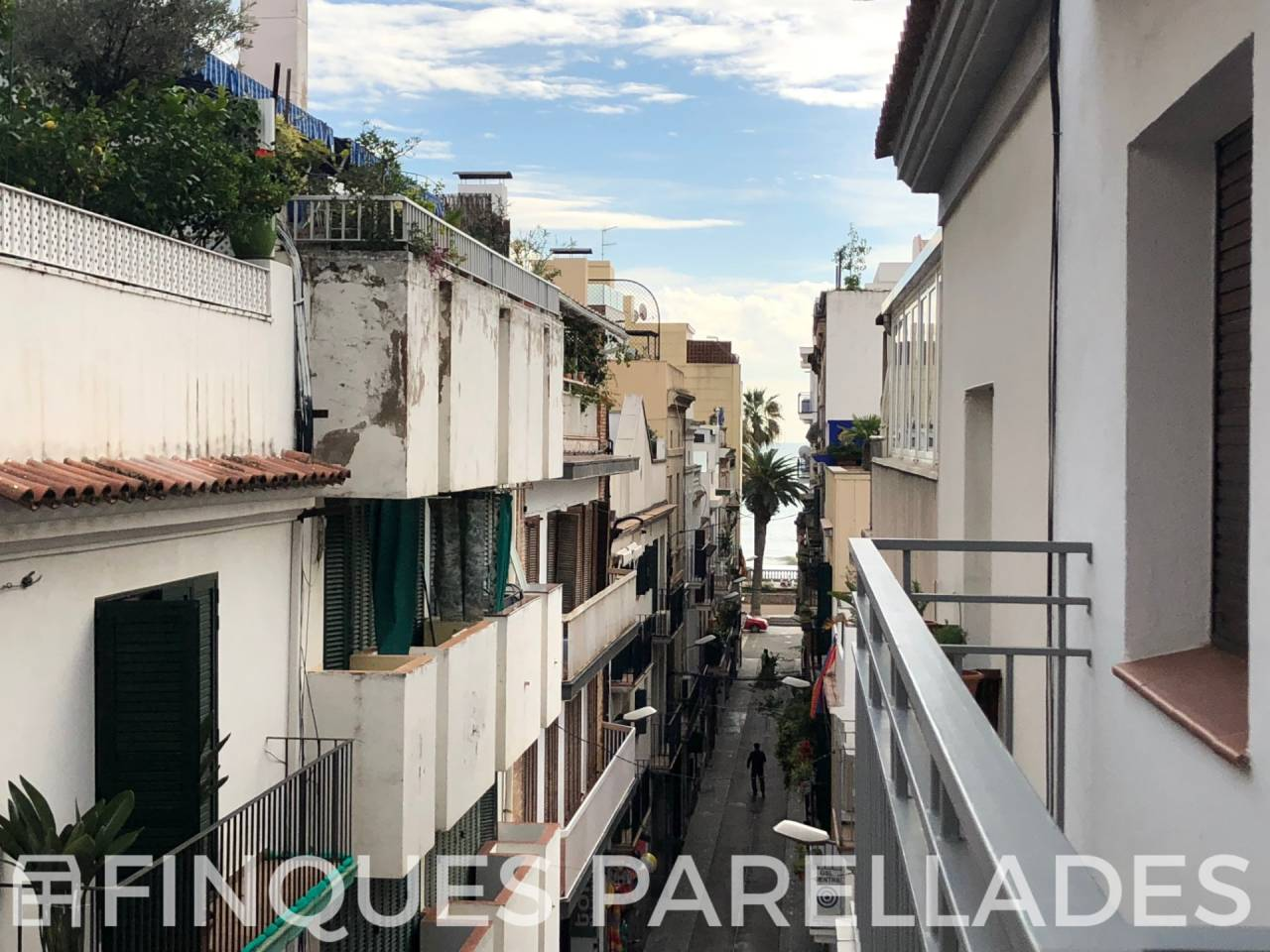 Apartment to reform in fica with lift 100 meters from the seafront of Sitges. Downtown area.