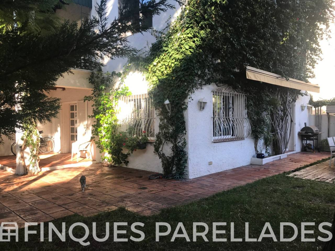 Beautiful house with three winds with character for sale in Sitges. Vinyet area.