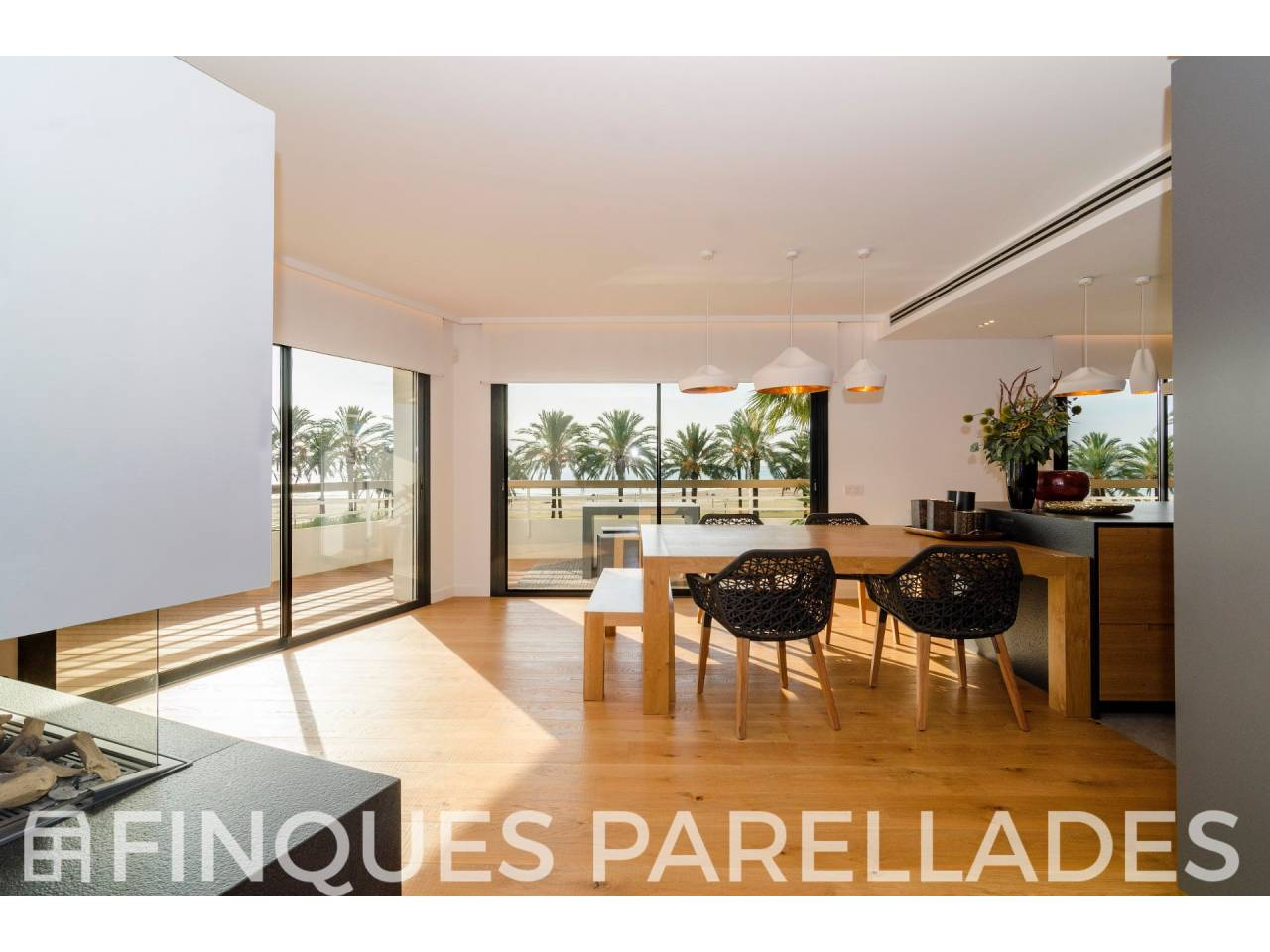 Spacious apartment completely renovated on the seafront. Vilanova and La Geltrú.