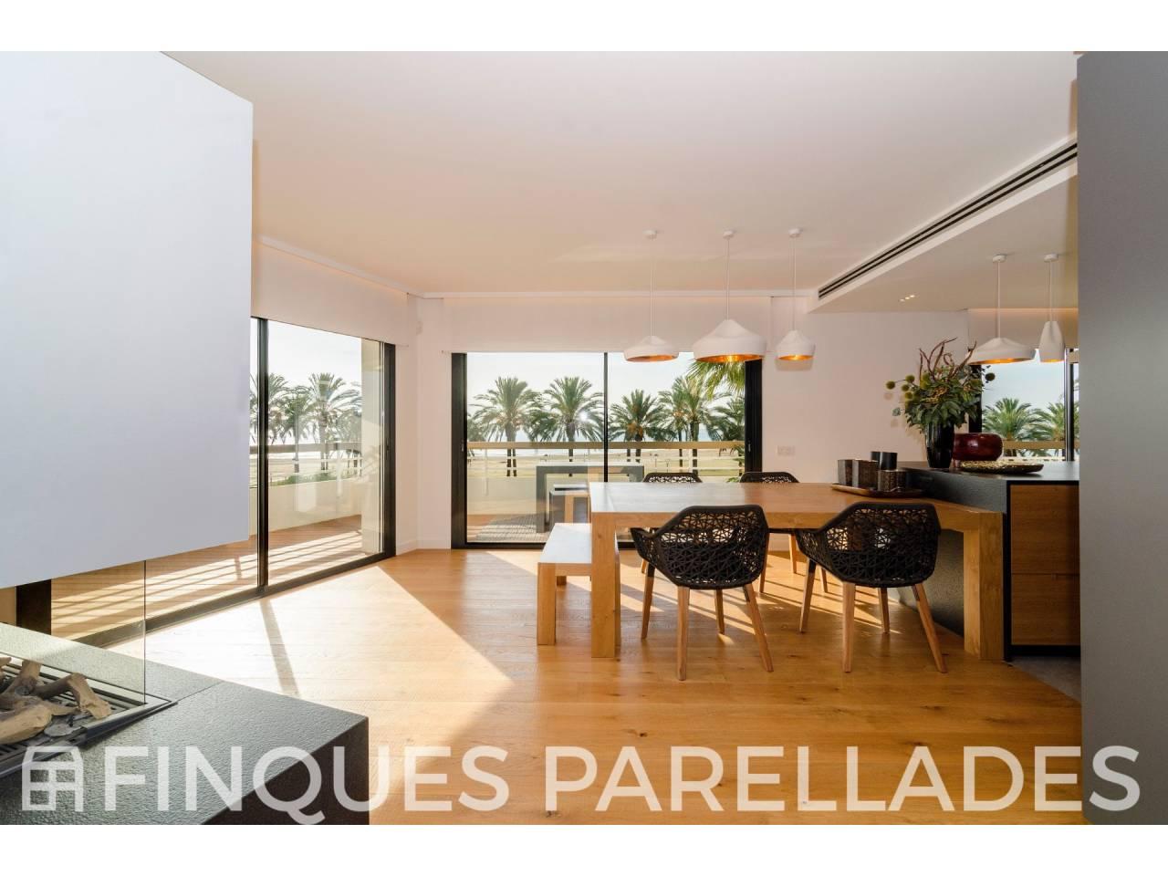 Appartement inégalé et spacieux entièrement rénové en bord de mer. Vilanova et La Geltrú.